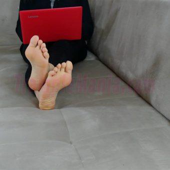050-rachels-barefoot-show.MP4.0003