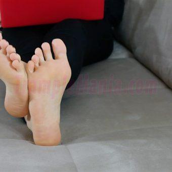 050-rachels-barefoot-show.MP4.0011