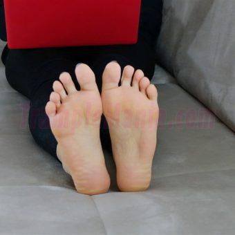 050-rachels-barefoot-show.MP4.0014
