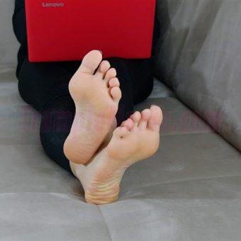 050-rachels-barefoot-show.MP4.0016