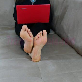 050-rachels-barefoot-show.MP4.0017