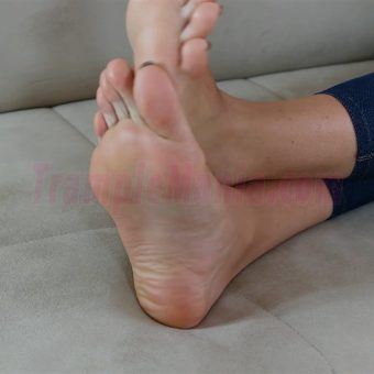 048-crystal-barefoot-soles-show.MP4.0010