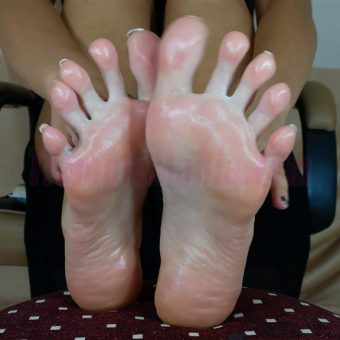 052-crystals-oily-sexy-soles.MP4.0021