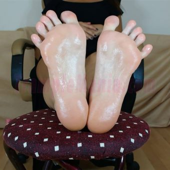 052-crystals-oily-sexy-soles.MP4.0025