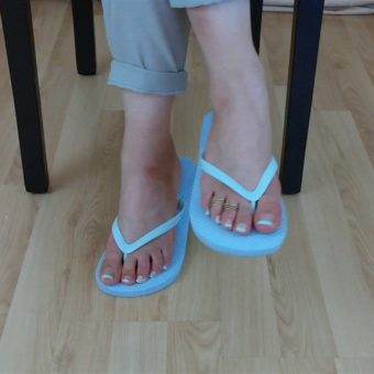 071-zelda-flip-flop-and-feet-shows.MP4.0000
