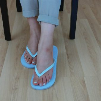 071-zelda-flip-flop-and-feet-shows.MP4.0004