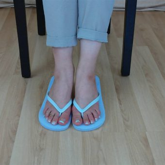 071-zelda-flip-flop-and-feet-shows.MP4.0007