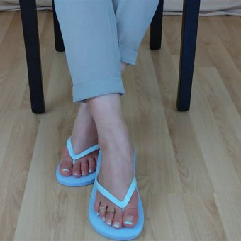 071-zelda-flip-flop-and-feet-shows.MP4.0008
