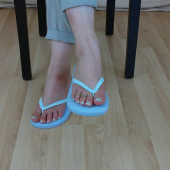 071-zelda-flip-flop-and-feet-shows.MP4.0010