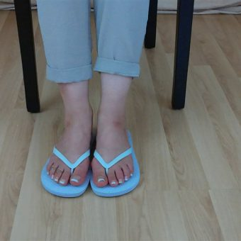 071-zelda-flip-flop-and-feet-shows.MP4.0011