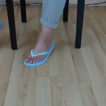 071-zelda-flip-flop-and-feet-shows.MP4.0012