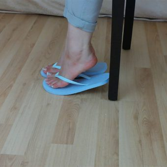 071-zelda-flip-flop-and-feet-shows.MP4.0013