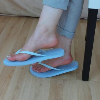 071-zelda-flip-flop-and-feet-shows.MP4.0016