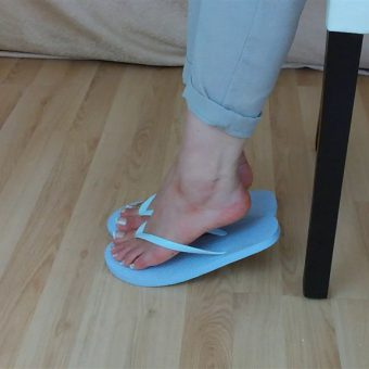 071-zelda-flip-flop-and-feet-shows.MP4.0017