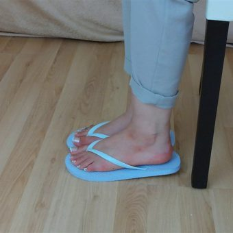 071-zelda-flip-flop-and-feet-shows.MP4.0019
