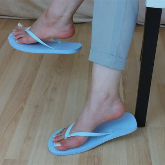 071-zelda-flip-flop-and-feet-shows.MP4.0020
