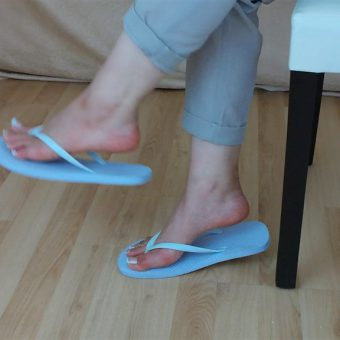 071-zelda-flip-flop-and-feet-shows.MP4.0021