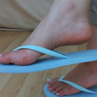 071-zelda-flip-flop-and-feet-shows.MP4.0025