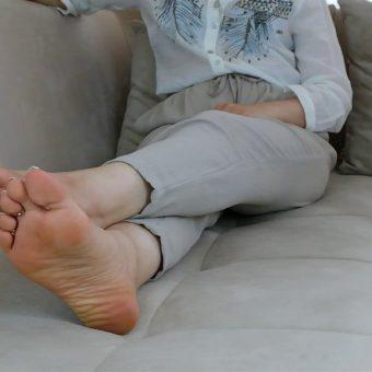 072-zelda-barefoot-soles-show.MP4.0004