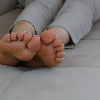 072-zelda-barefoot-soles-show.MP4.0010