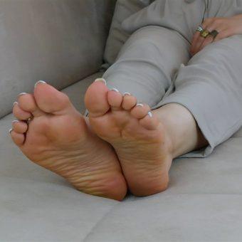 072-zelda-barefoot-soles-show.MP4.0012