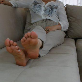 072-zelda-barefoot-soles-show.MP4.0016