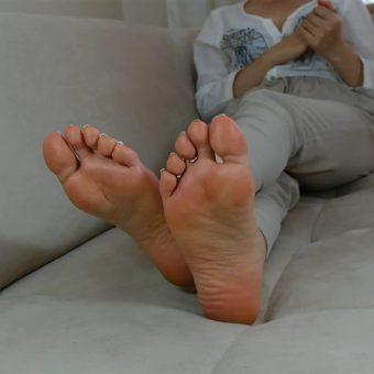 073-zelda-creaming-her-soles (12)