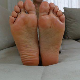 073-zelda-creaming-her-soles (15)