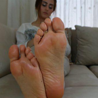 073-zelda-creaming-her-soles (16)