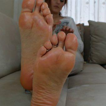 073-zelda-creaming-her-soles (17)
