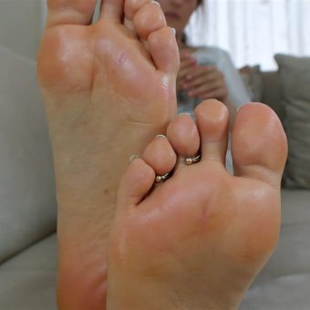 073-zelda-creaming-her-soles (18)