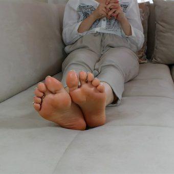 073-zelda-creaming-her-soles (7)