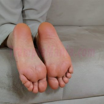 074-zelda-barefeet-soles-show-from-back.MP4.0000