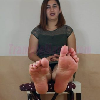 090-elisa-barefoot-and-soles-show.MP4.0000