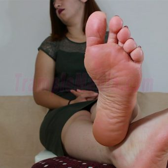 090-elisa-barefoot-and-soles-show.MP4.0008