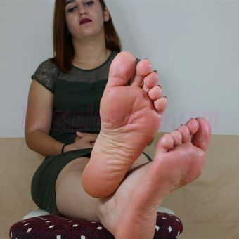 090-elisa-barefoot-and-soles-show.MP4.0020