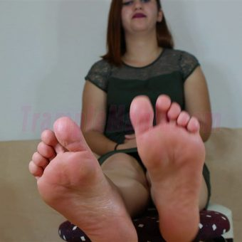 090-elisa-barefoot-and-soles-show.MP4.0023