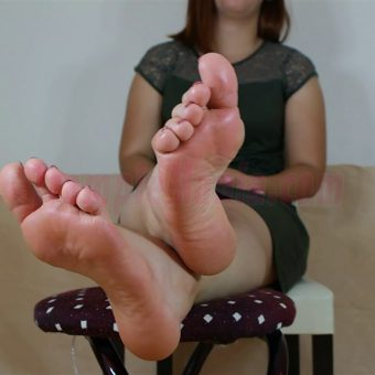 090-elisa-barefoot-and-soles-show.MP4.0025