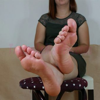 090-elisa-barefoot-and-soles-show.MP4.0026
