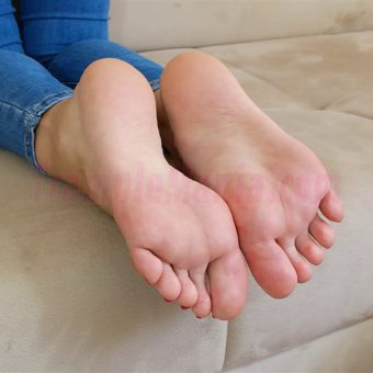 113-leahs-perfect-soles-in-the-couch.MP4.0009