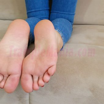 113-leahs-perfect-soles-in-the-couch.MP4.0011