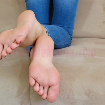 113-leahs-perfect-soles-in-the-couch.MP4.0015