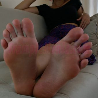 064-sexy-bare-feet-show-by-crystal.MP4.0000