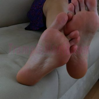 064-sexy-bare-feet-show-by-crystal.MP4.0006