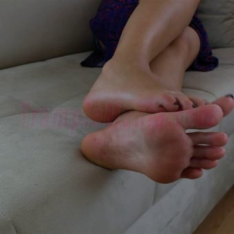 064-sexy-bare-feet-show-by-crystal.MP4.0007