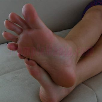 064-sexy-bare-feet-show-by-crystal.MP4.0008
