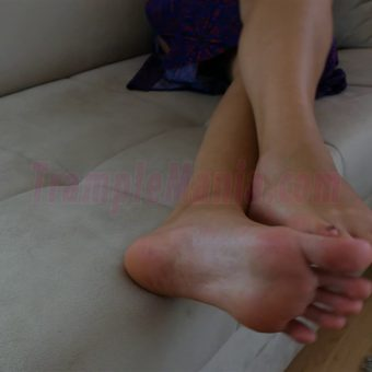 064-sexy-bare-feet-show-by-crystal.MP4.0010