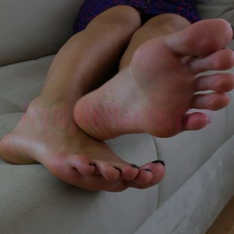 064-sexy-bare-feet-show-by-crystal.MP4.0011