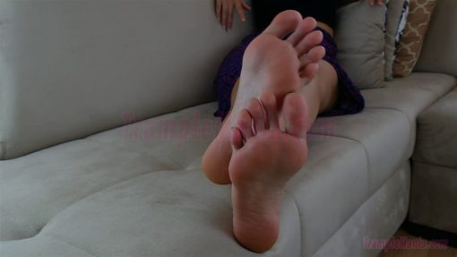 064-sexy-bare-feet-show-by-crystal.MP4.0012