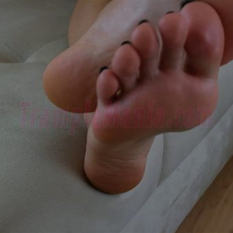 064-sexy-bare-feet-show-by-crystal.MP4.0013